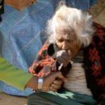 タバコ1日30本を95年続けた112歳女性…長寿の秘訣は酒とタバコだった