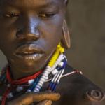 エチオピアのスルマ族の儀式…少女の体を切り刻む痛く美しい儀式だった…