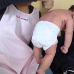 生後6ヶ月までの赤ちゃんに見られるギャラン反射…メロメロになる親御さん続出…