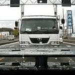 高速で私『トラックが煽ってくる!』友人「うちの会社のトラックだ」私『えっ』写真撮って電話すると・・・