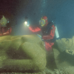 海底に1000年間眠っている古代都市…捜索すると海底からは様々な財宝が…