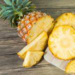 簡単で食べやすくなる便利なパイナップルの切り方…果物屋さん直伝の方法が話題に…