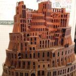 中学生二人が作ったバベルの塔…美術館に展示できるレベルで凄いと話題に…