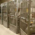 警備最高レベルのスーパーマックス刑務所…囚人の自我が崩壊してしまう…