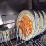 食器洗浄機の中はどうなってる?稼働中にGoProカメラを入れて撮影してみたら…