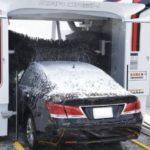 セルフ洗車機に来たら前の車が大変な姿で洗車スタートしてた…大丈夫なのか?これ…